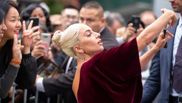 Lady Gaga, a su llegada a la rueda de prensa en Toronto de «Ha nacido una estrella»