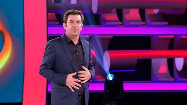 Arturo Valls no se podía esperar lo que sucedió con una participante de «Ahora caigo»