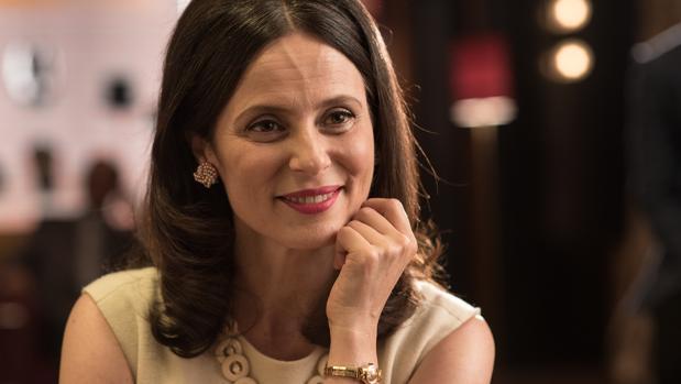 Aitana Sánchez-Gijón da vida a Doña Blanca en «Velvet Colección»