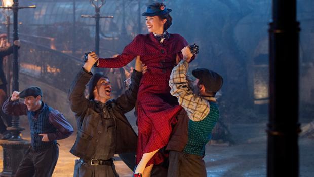 Escena de baile con Emily Blunt como Mary Poppins