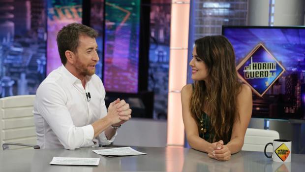 Pablo Motos y Adriana Ugarte, en «El hormiguero»