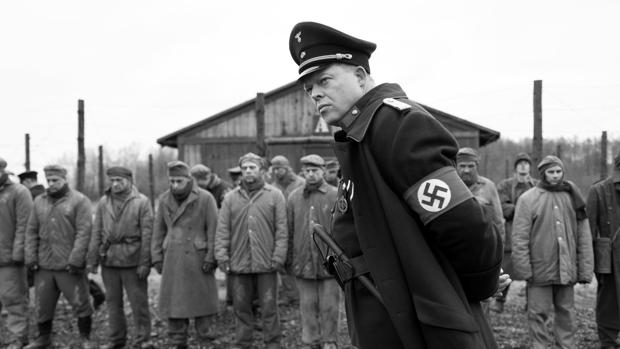Crítica de «El capitán»: El habito hace al nazi