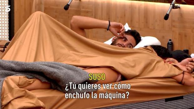 Suso y Aurah, en la cama