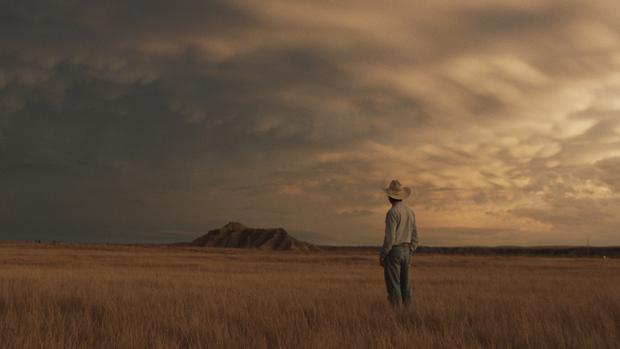 Escena crepuscular de la magnífica «The Rider»