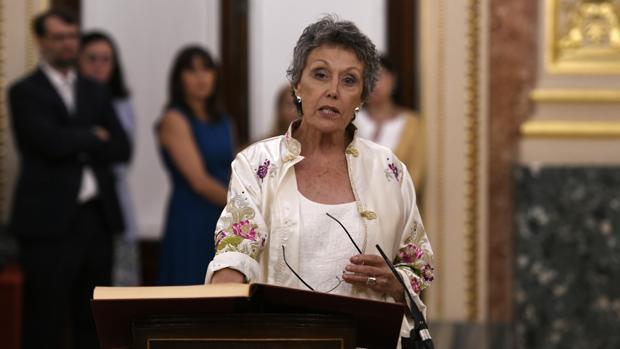 Rosa María Mateo comparece en el Congreso: «Para mí purga es dictadura, en lugar de eso quiero hablar de ceses y cambios»