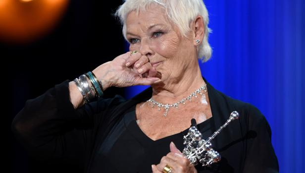 La actriz británica Judi Dench, de 83 años, emocionada tras recoger el premio Donostia