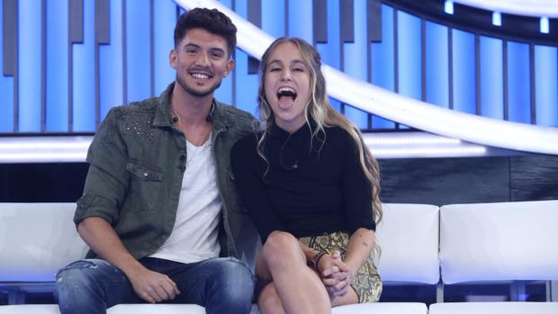 María, a la derecha, junto a Carlos Right en «OT 2018»
