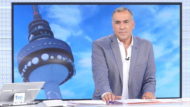 Xabier Fortes debutó como presentador del Desfile