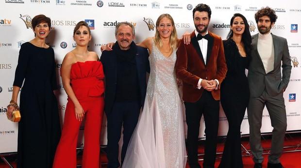 El equipo de «Fariña» a su llegada a los premios Iris