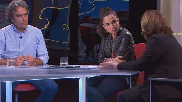 Momento de la entrevista al exalcalde de Medellín en TV3