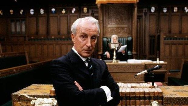 Francis Urquhart es el protagonista de la versión inglesa de «House of Cards»