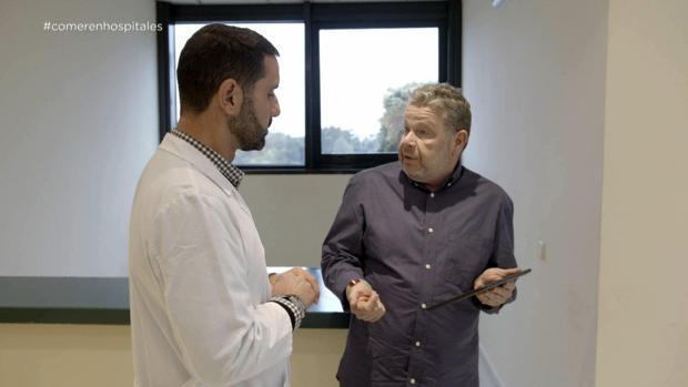 Alberto Chicote habla con el gerente del hospital de Barbanza