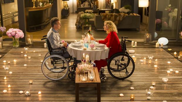 Los protagonistas de «Sobre ruedas», en la escena más vistosa del filme