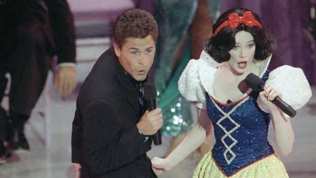 Actuación inaugural de la gala de los Oscar de 1989, con Rob Lowe y Blancanieves
