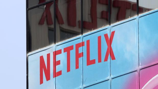 El logo de Netflix situado en sus oficinas de Hollywood, Los Angeles