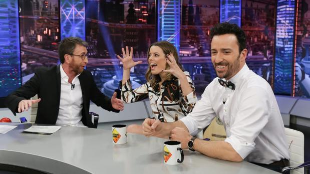 Pablo Motos, junto a Adriana Torrebejano y Pablo Puyol en «El hormiguero»