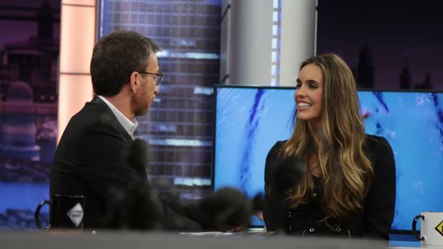 Ona Carbonell, junto a Pablo Motos en «El hormiguero»