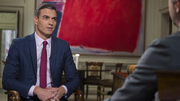 El presidente del Gobierno, Pedro Sánchez, ofrece una entrevista en directo en el Telediario 2 de TVE