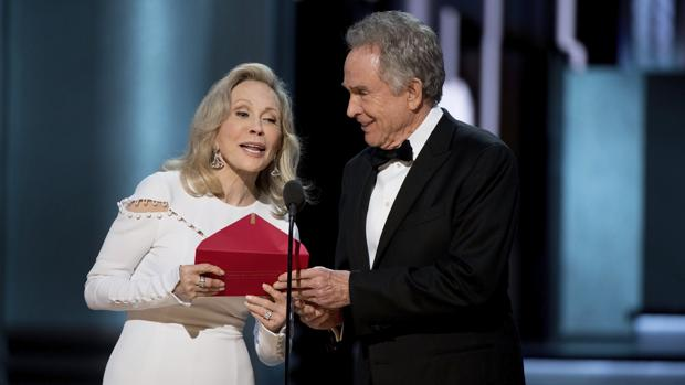 Warren Beatty y Faye Dunaway, durante los Oscar 2017