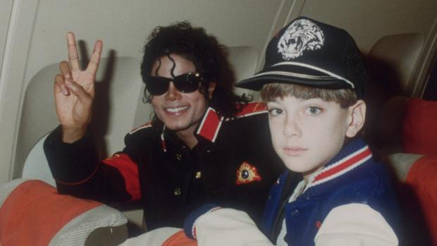 Michael Jackson y James Safechuck, en una foto que se puede ver en Leaving Neverland