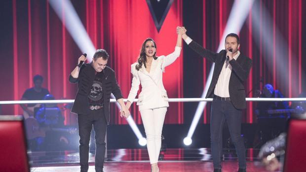 Eva González, con Andrés y Ángel en «La Voz»