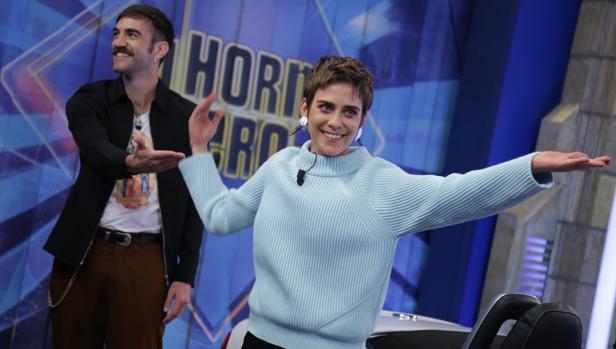 María León y Jon Plazaloa, en «El hormiguero»