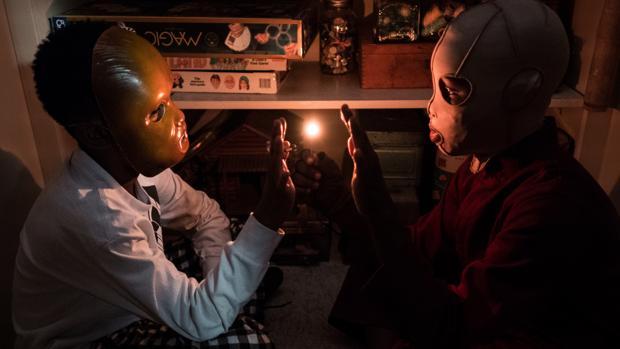 Escena de Nosotros, de Jordan Peele, donde la familia protagonista se enfrenta a sus doppelgängers