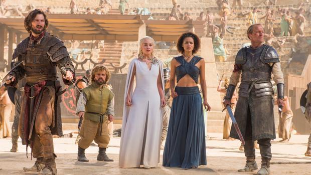 Daenerys y su séquito en los Reñideros de Mereen, o en la Plaza de Toros del municipio sevillano de Osuna