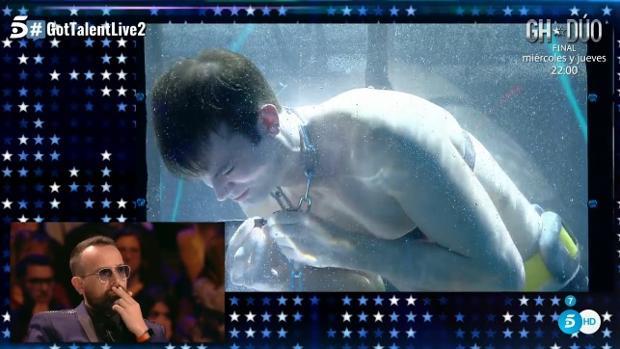 Christian, debajo del agua ante la atenta mirada de Risto Mejide en «Got Talent»