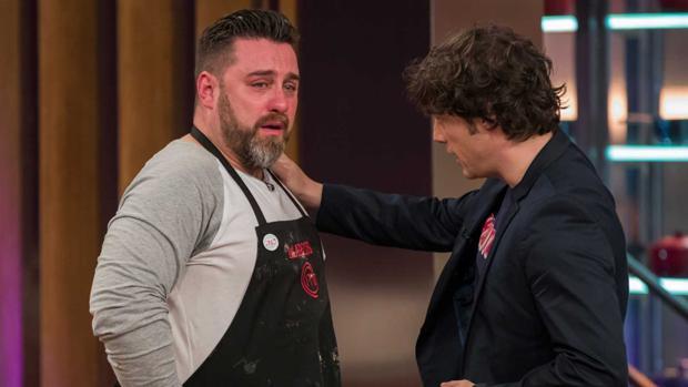 Marcos llora durante la prueba decisiva de Masterchef