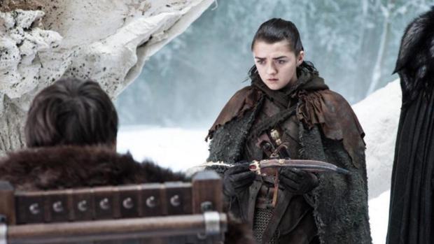 Momento en que Bran, en la séptima temporada, le entrega a Arya la daga con la que esta acabaría con el Rey de la Noche