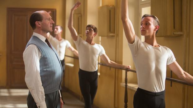 Escena de El bailarín, de Ralph Fiennes