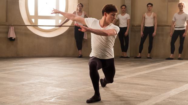 Oleg Ivenko encarna a Nureyev en «El bailarín»