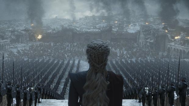 Daenerys Targaryen se dirige a sus tropas