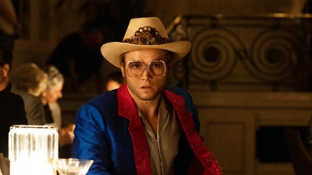 Taron Egerton es Elton John