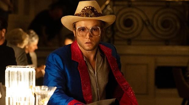 Taron Egerton interpreta a Elton John
