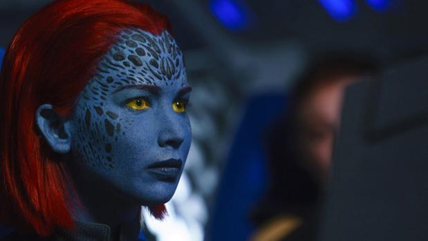 Jennifer Lawrence en el doble papel de Raven/Mística, durante una escena de «Fénix oscura»
