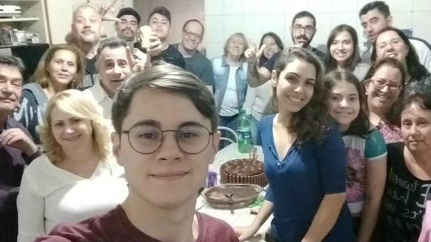 Rafael Miguel junto a familia y amigos en la celebración de su 22 compleaños