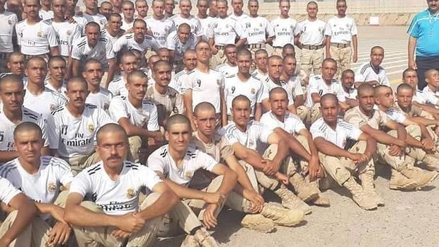 Reclutas de Irak agradecen la respuesta del Real Madrid vistiendo camisetas blancas