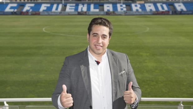 Jonathan Praena posa para ABC en el estadio Fernando Torres