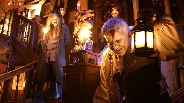 Facebook cuatro absurdos disfraces para halloween que - La casa de los disfraces sevilla montesierra ...