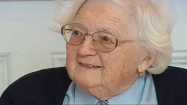 Una mujer de 91 años consigue su doctorado tras 30 años haciendo su tesis
