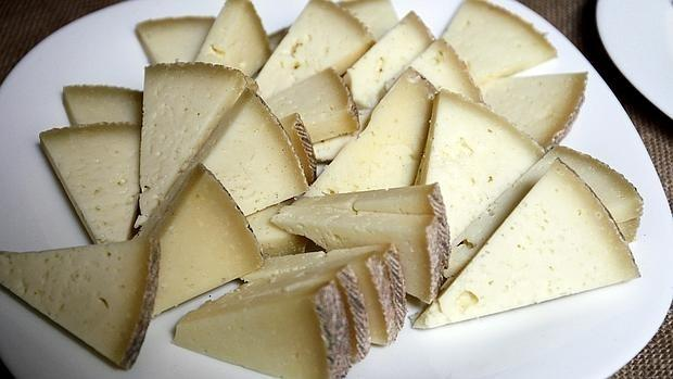 El queso es uno de los alimentos con más sal de los que ingerimos a diario