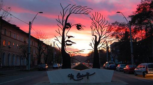 Monumento dedicado a Mihai Eminescu