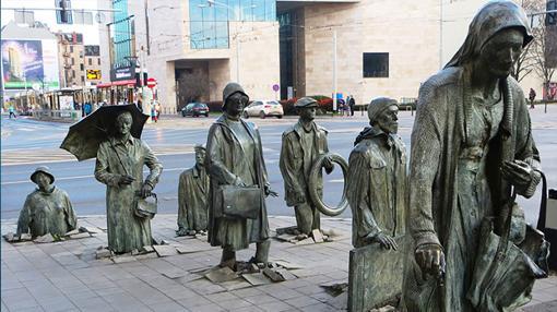 «Monumento al transeúnte anónimo», en Polonia