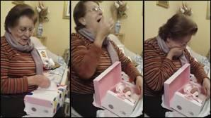 La reacción de una abuela al recibir la muñeca que nunca había podido tener