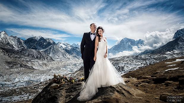 La pareja que escaló durante tres semanas para casarse en el Everest