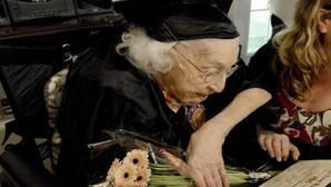 Una anciana recibe a los 105 años el diploma de secundaria
