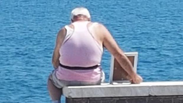 La fotografía del anciano y la fotografía de su mujer que se ha hecho viral
