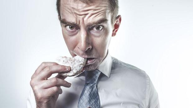 Hallan por qué los fumadores que dejan el tabaco ganan peso